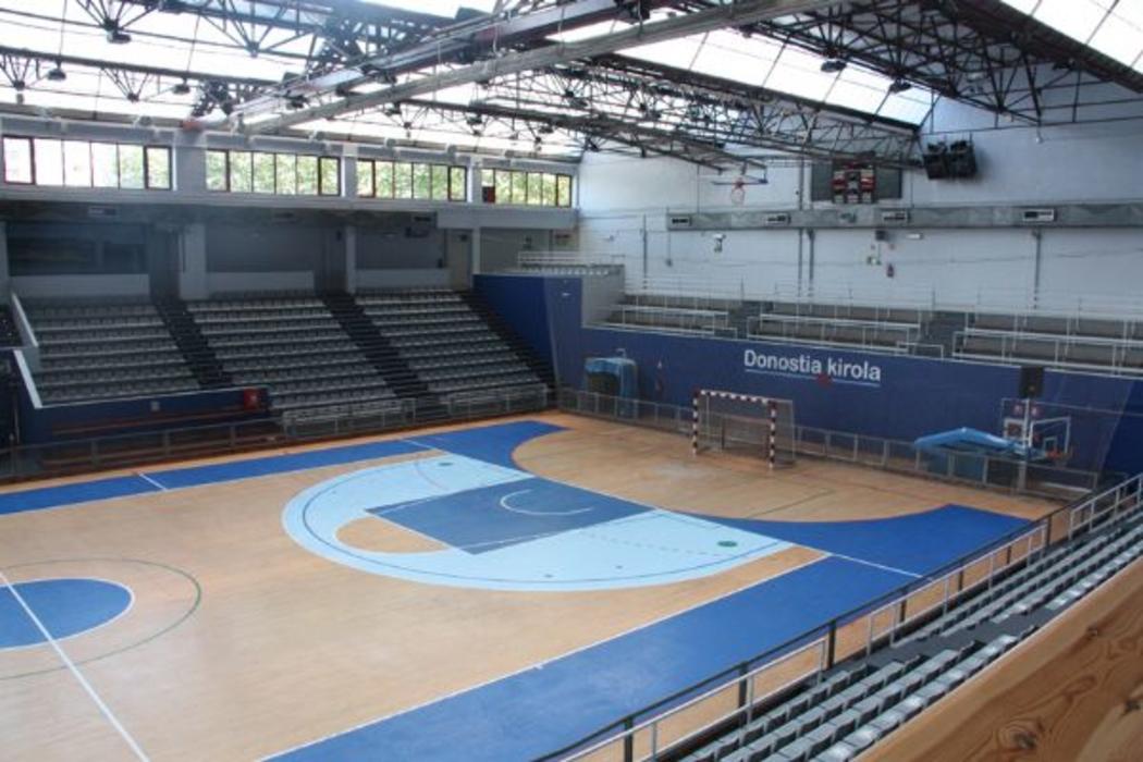 Jose antonio gasca municipal sport centre san sebasti n for Piscina pradillo